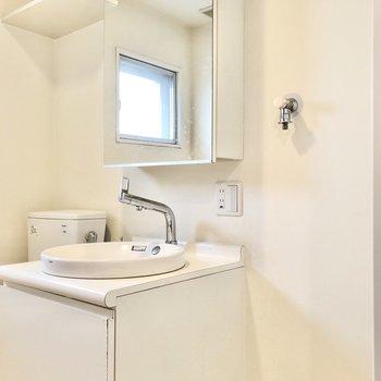 洗濯機、洗面台、トイレと並びます。