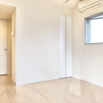 約9帖の居室です。ゆっくりくつろげそう。