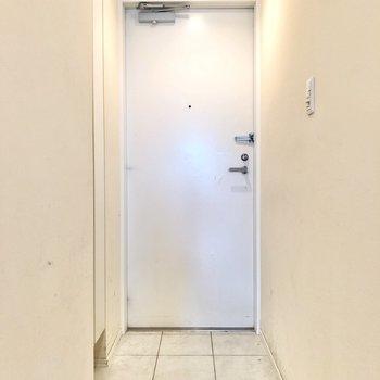 玄関です。出入りしやすいですよ。