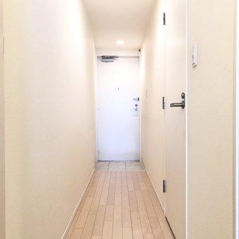 廊下も1色で統一。すてきな空間でした。