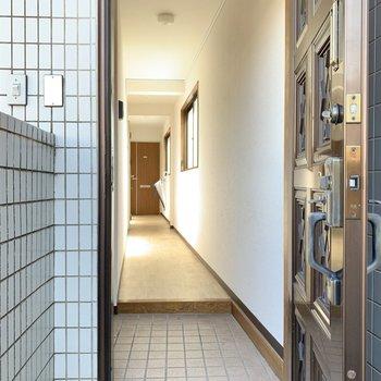 共用部はこんな感じ。最上階のみこの重圧感ある扉でした......!