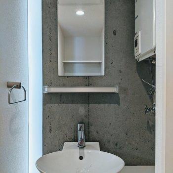 コンクリがいい雰囲気を出している洗面台。