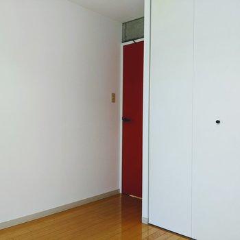 【洋室②】このお部屋は扉があるのでプライベートな寝室にすると良さそう。