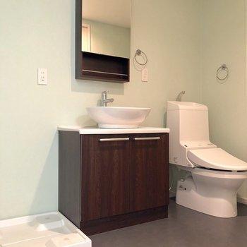 サニタリールームはグリーンのクロスが使われています。温かい雰囲気がありますね※写真は1階の反転間取り別部屋のものです