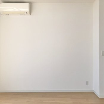 【LDK】エアコンも設置済みで快適に過ごせますね。