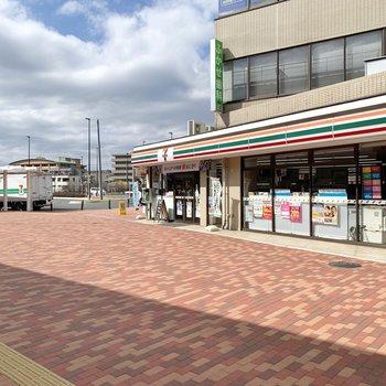駅前は整備され、かなり綺麗な印象を受けます。