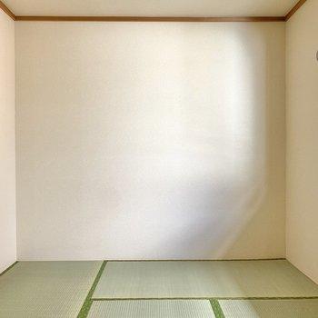 【和室】約6帖の空間です。北向きですが明るいですよ。