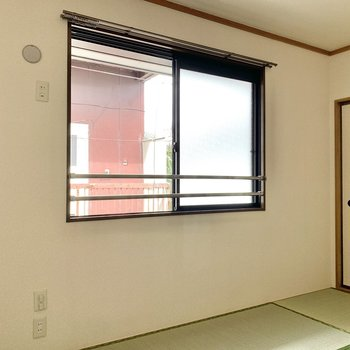 【和室】窓の下に机を置くのもいいですよね。