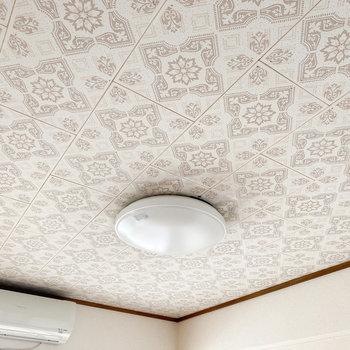 洋室の天井も素敵です