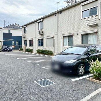 駐車場(空き要確認)。お車をお持ちの方には嬉しい設備。