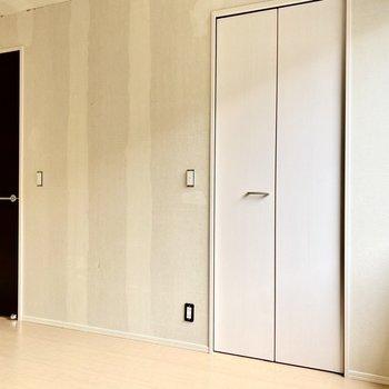 【洋室6.1帖】モノトーンが大人な雰囲気を。※写真はクリー二ング前のものです