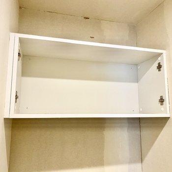 上には戸棚があって、ペーパーや洗剤などさっと取れる位置に置けますね。※写真はクリー二ング前のものです