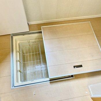 【LDK】床下収納もありますよ。※写真はクリー二ング前のものです