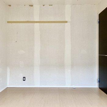 【洋室6.1帖】明るいフローリングがお部屋にマッチしていますね。※写真はクリー二ング前のものです