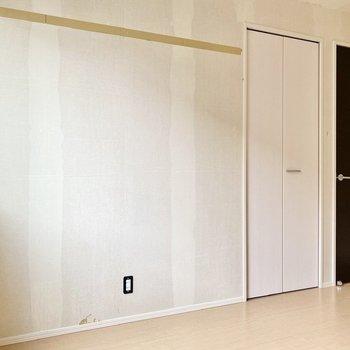 【洋室6帖】クローゼットがもう一つありますね。※写真はクリー二ング前のものです