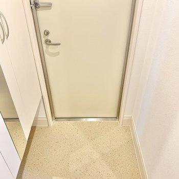 正方形な玄関。