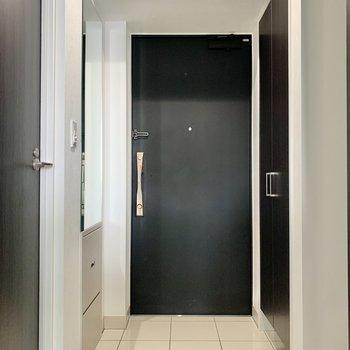 照明が付いているので、玄関も明るいです。