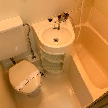 お風呂は3点ユニット