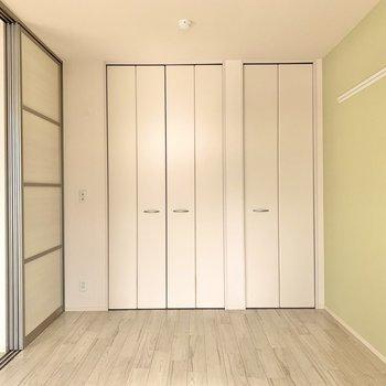【洋室1】プレイマットを敷いて子供部屋にもいかがでしょうか?