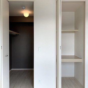 【洋室2】こちらも収納は2つ。片方はウォークインクローゼット。
