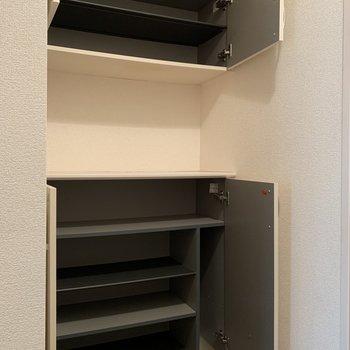 シューズボックスは上下に分かれています。間に鍵置き場が作れますね。