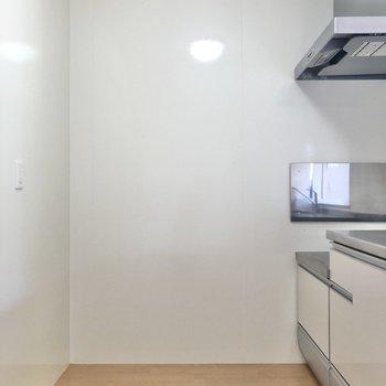 【LDK】キッチン背面に冷蔵庫を置けます。