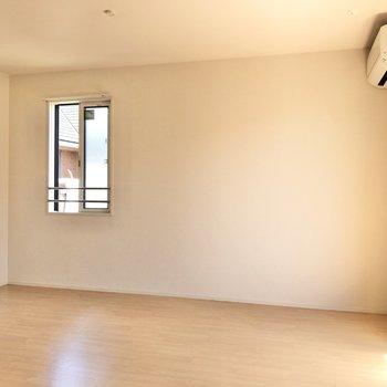 【LDK】ダイニングテーブルは真ん中か、壁沿いかどこがいいかな。