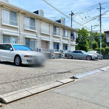 駐車場(空き要確認)。すぐに走り出せる位置にありますよ。