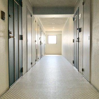 共用部は建物内なので雨でも安心。