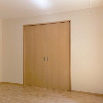 お隣の洋室とは扉で区切ることができます。