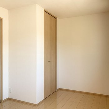 【約6帖洋室】こちらは子供部屋にしようかな。