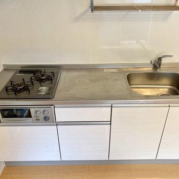 作業用スペースが広くて、お料理しやすそう。※写真はクリーニング前のものです