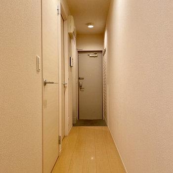 真っ直ぐな廊下です。