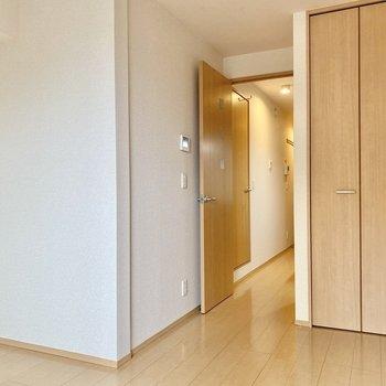 木製家具や柔らかい色合いのインテリアが似合いそうですね。
