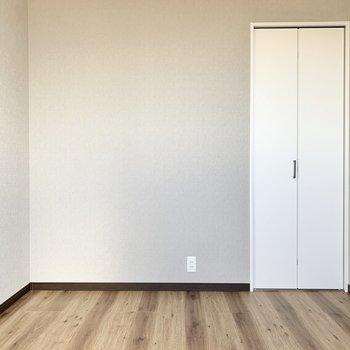 【3階洋室】ここは書斎や子供部屋にでも向いてそうです。