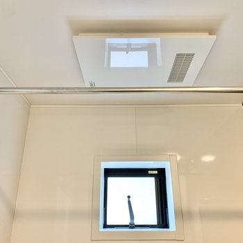 【2階サニタリー】浴室乾燥機もあります。