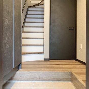 1階へ降りてきて、