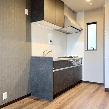 【2階LDK】キッチンは奥です。