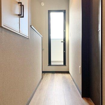 【3階】寝室から廊下へ出ると、