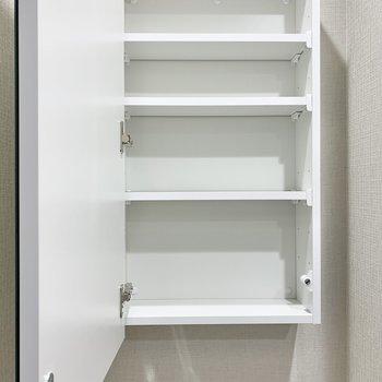 【2階サニタリー】鏡は収納になっていますよ。