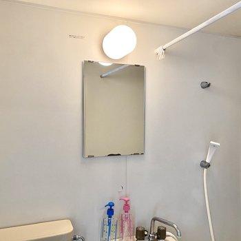 カーテンで空間を仕切ることができますよ。※写真の家具はサンプルです
