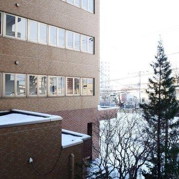 眺望は向かいのマンションです※写真は前回募集時のもの