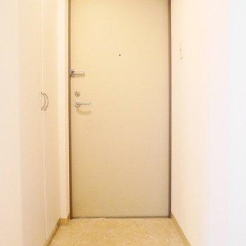 玄関は結構狭めでございます※写真は前回募集時のもの