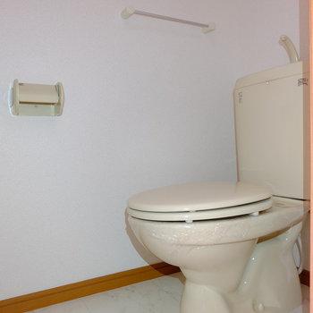 トイレはシンプルですね。(※写真は2階の同間取り別部屋のものです)