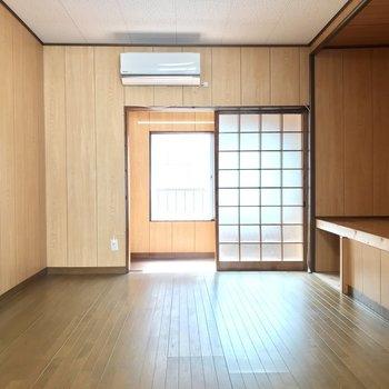 【2階洋室約7帖】2階は昔の名残りがいい具合に残っています!