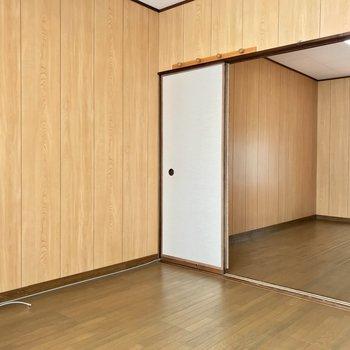 【2階洋室約5帖】仕事部屋やお子さんのお部屋に。