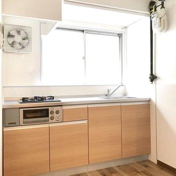 【1階キッチン】ゆったりした調理スペース。