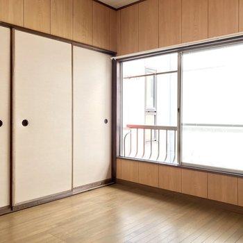 【2階洋室約5帖】こちらは隣室よりややコンパクト。