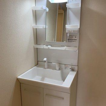 シンプルで使いやすそうな洗面台。※写真は内装前のものです
