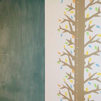 そしてお隣には黒板クロス!雨の日もお子さんが退屈せずに済みそうです^^※写真は内装前のものです